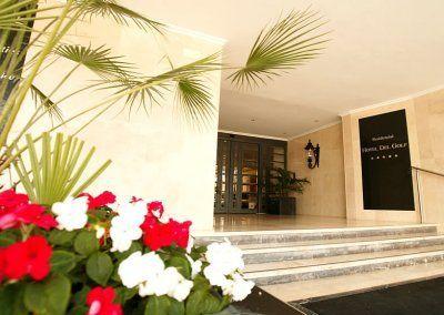 Exteriores Hotel del Golf - Entrada principal - Flores